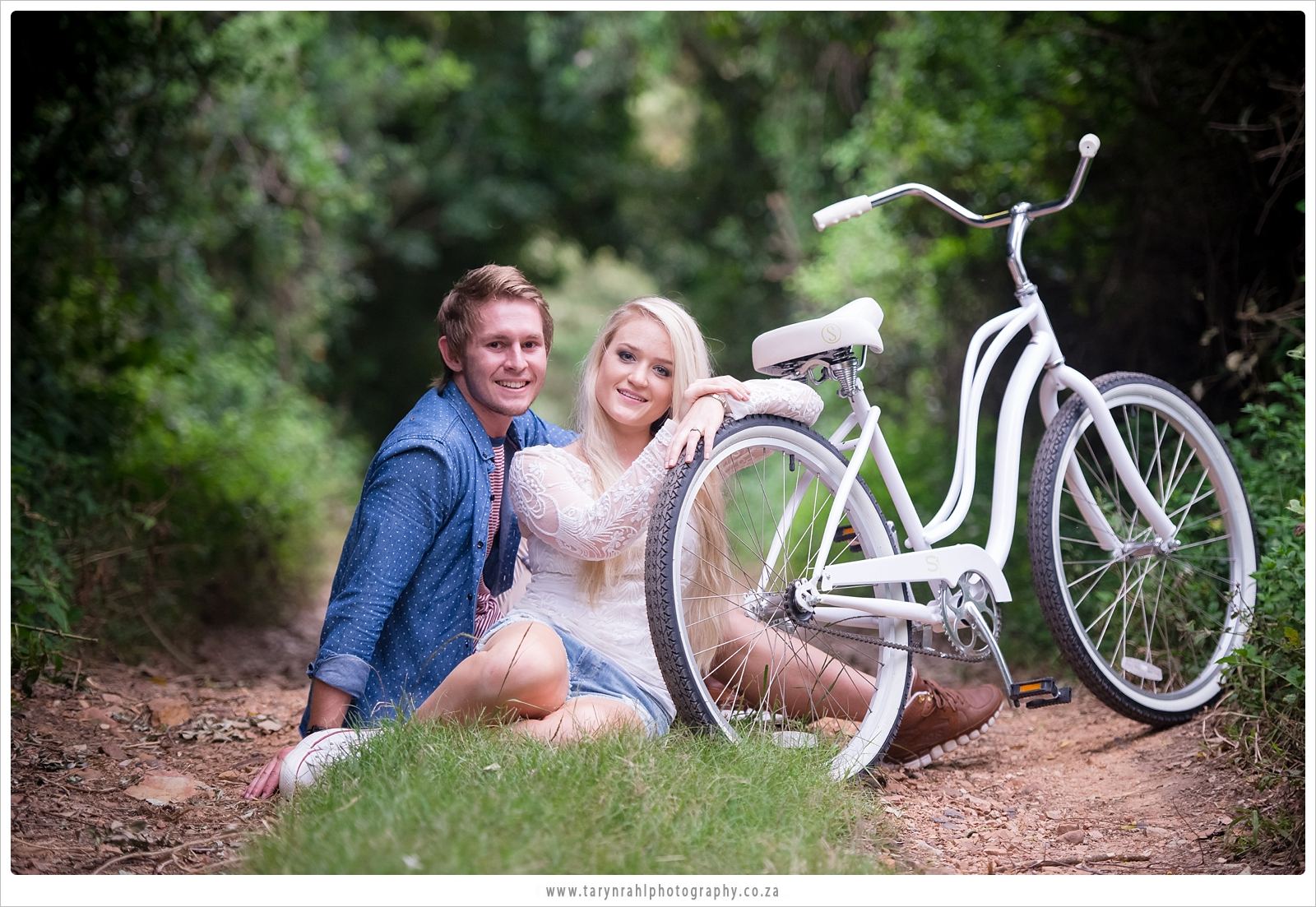 Kirsten and Brent|e-shoot